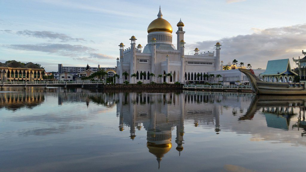Sultan-Omar-Ali-Saifuddien-Mosque-1024x576 Amazing Places Of Worship From Around The World